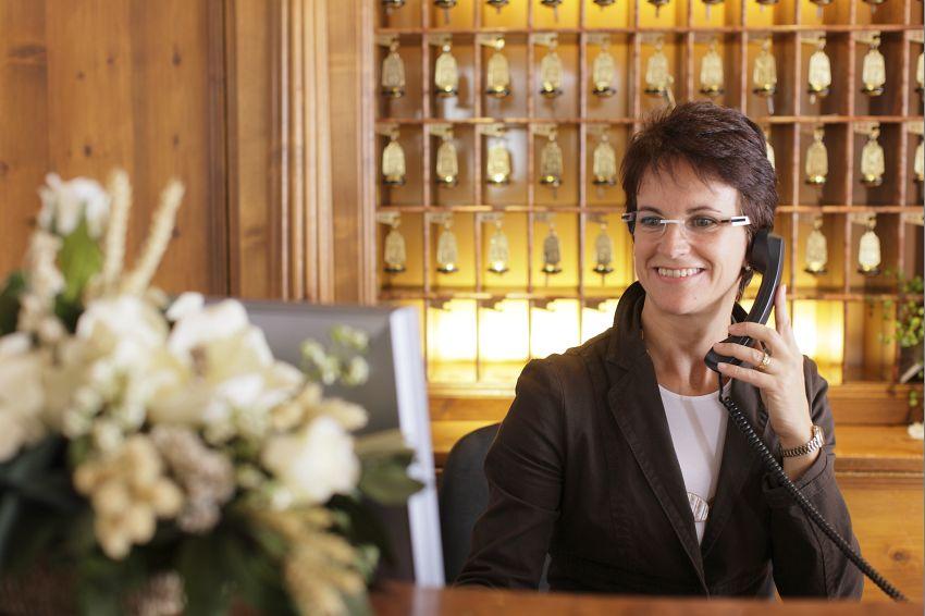 hotel cliente felice azioni comunicazione